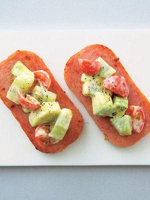【ELLE a table】アボカドとトマトのスパムカナッペレシピ|エル・オンライン