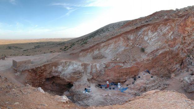 Por que fósseis achados no Marrocos mudam tudo o que sabemos sobre a origem da humanidade?  Descobertas na região marroquina de Jebel Irhoud começaram nos anos 1960   Região arqueológica de Jebel Irhoud