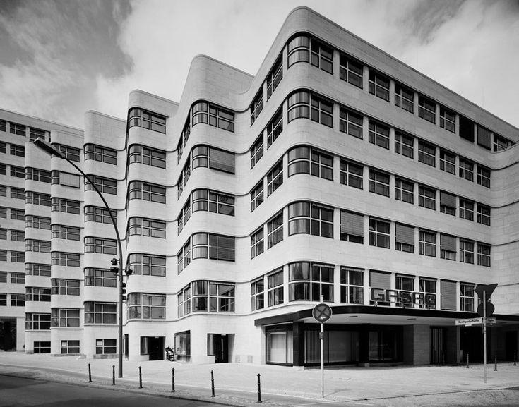 Gabriele Basilico_Shell-Haus 1932. Architect: Emil Fahrenkamp