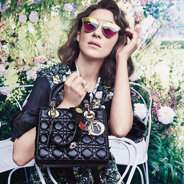 Along with her new 'Lady Dior' bag and its customizable strap embellished with Dior Lucky Badges, here is another image of our star Marion Cotillard introducing the torn-effect Dior So Real sunglasses. #MyLadyDior #MyDiorSoReal