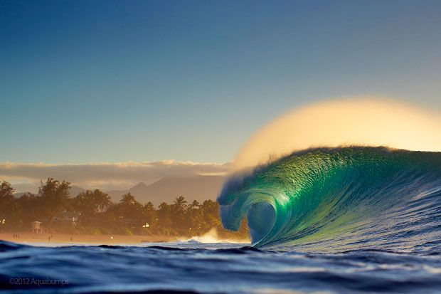 Wow i wish we had waves like this here!!!