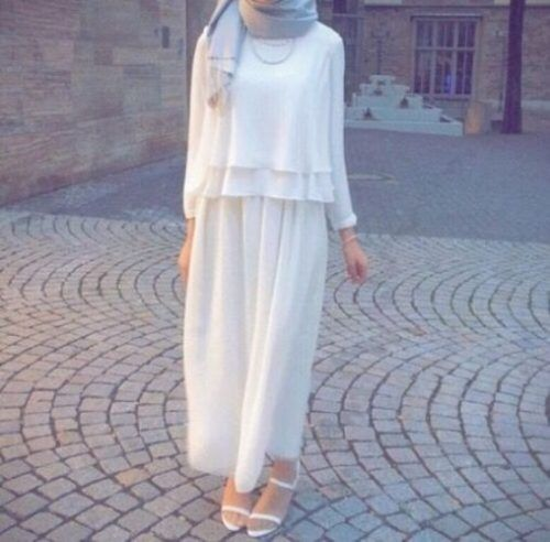 white on white skirt- Maxi jupes chic hijab http://www.justtrendygirls.com/maxi-jupes-chic-hijab/