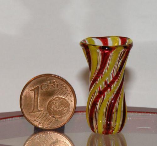 Miniatur-aus-Glas-mundgeblasen-Masse-Hoehe-27-mm-15-mm