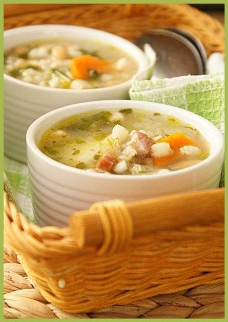 Суп с перловкой, беконом и фасолью