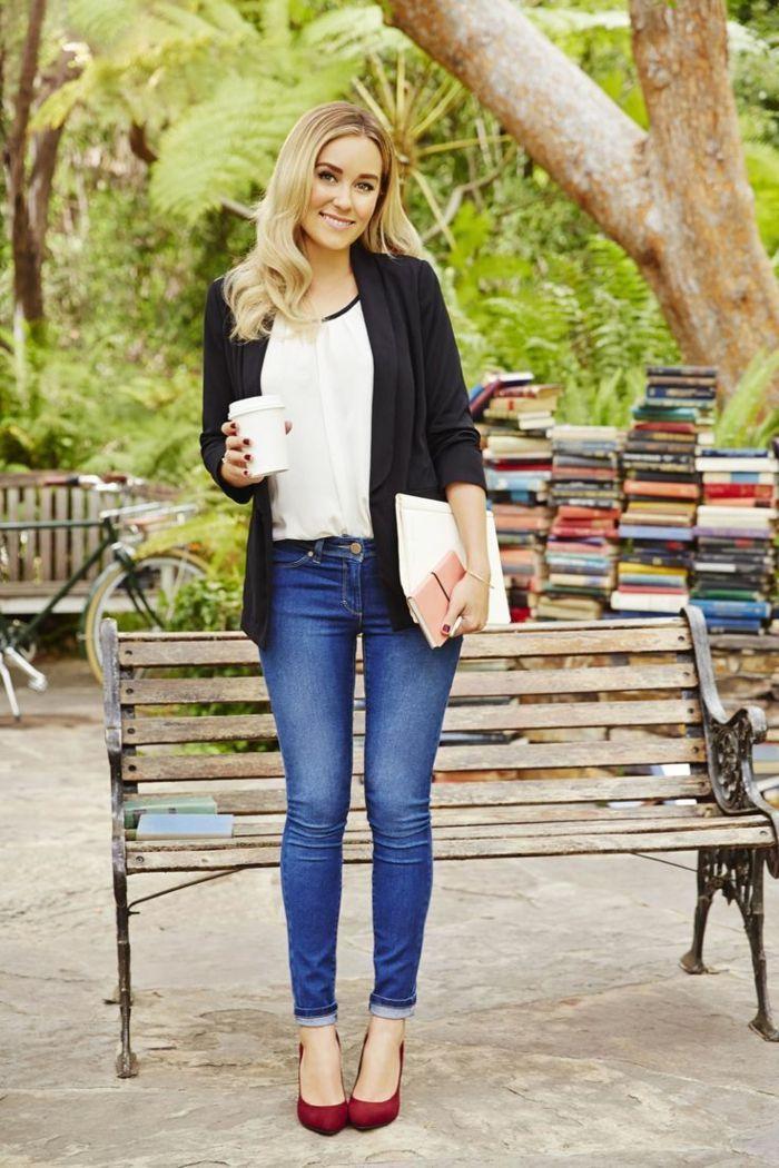 huge discount 29f53 5c513 look-casual-ragazza-giovane-università-jeans-camicetta ...