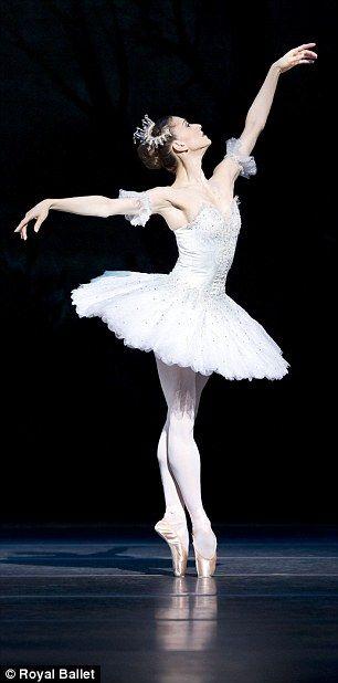 Marianela Nunez shows off her incredible balance