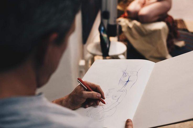 Read&draw #vsco #vscocam #tallinn #tallinngram #tallinnetokrasivo #drawsession #art #puant #travel #read&draw #drink&draw #drinkanddraw #artist #sketch http://tipsrazzi.com/ipost/1506410429244482322/?code=BTn2E3ZD6MS