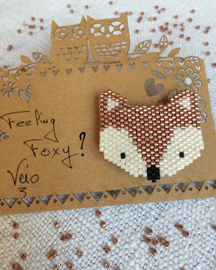 Les animaux des bois sont prêts à être offerts. Feeling Foxy mon amie ? J'espère !! Modèle #fifijolipois #brickstitch #broche #feelingfoxy #passionrenard #miyuki #miyukiaddict #perle #beads #diy #jenfiledesperlesetjassume