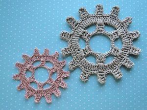 steampunk crochet gear free pattern from Crochet Leaf