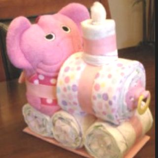 Diaper Gift Choo choo: made with diapers, receiving blankets, hooded towels and baby accessories!