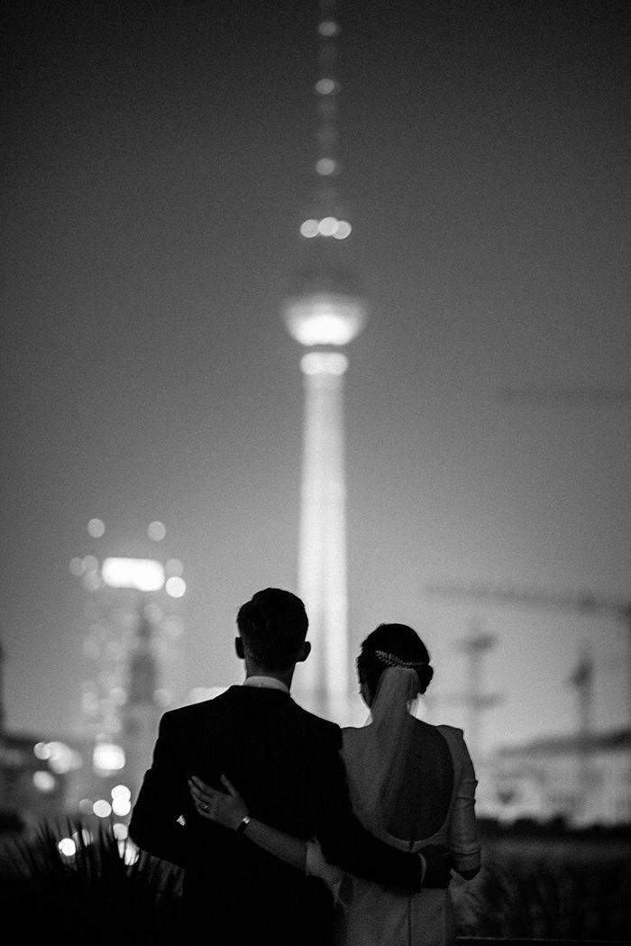 Hochzeit Berlin im Hotel de Rome | Friedatheres.com berlin wedding, urban wedding Fotografie: Zuzu Birkhof Hochzeitsplaner/Eventplaner: JA Sager Haare und Make-Up: Rouge Rosé Brautkleid: Kaviar Gauche