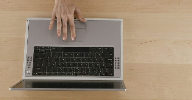 Cómo compartir la pantalla de tu MacBook Pro con WD TV. El reproductor de transmisión de medios WD TV te permite transmitir contenido desde proveedores de medios de Internet, como reproducir archivos de video guardados en unidades USB. Debido que el WD TV tiene Wi-Fi integrado y Ethernet conectado, puedes transmitirle contenido desde cualquier computadora en tu red, incluyendo tu MacBook Pro. Para ...