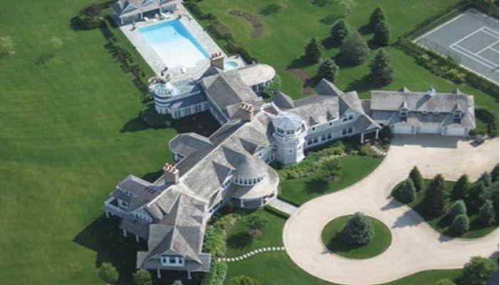 Fairfield Pond - 220 milyon Dolar - New York – Hamptons'da bulunan bu mülk, 63 dönümlük bir arazide ve 'junk bond' olarak adlandırılan iş adamı Ira Leon Rennet'e ait. 150 bin dolarlık küvete, bowling salonuna, basketbol sahasına, 39 banyoya ve 29 yatak odasına sahip.