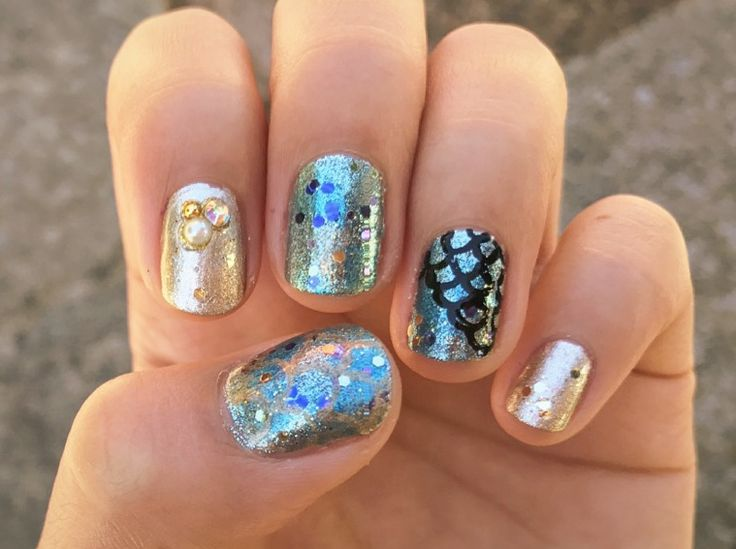 Sparkly mermaid fish scale nail art! Silver, gold and blue metallic polishes and purple/blue and gold glitter