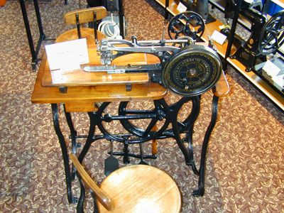 1000 images about london sewing machine museum on for Macchina da cucire victoria