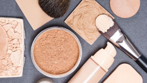 La base logra uniformidad en la piel. La tendencia es el maquillaje natural.