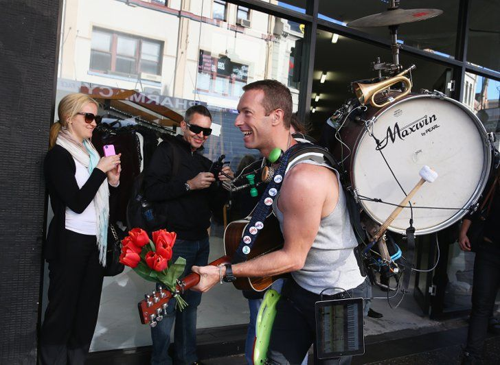 Pin for Later: This Week's Can't-Miss Celebrity Pics!  Chris Martin jammed out with a drum on his back while filming a Coldplay music video in Sydney on Tuesday.