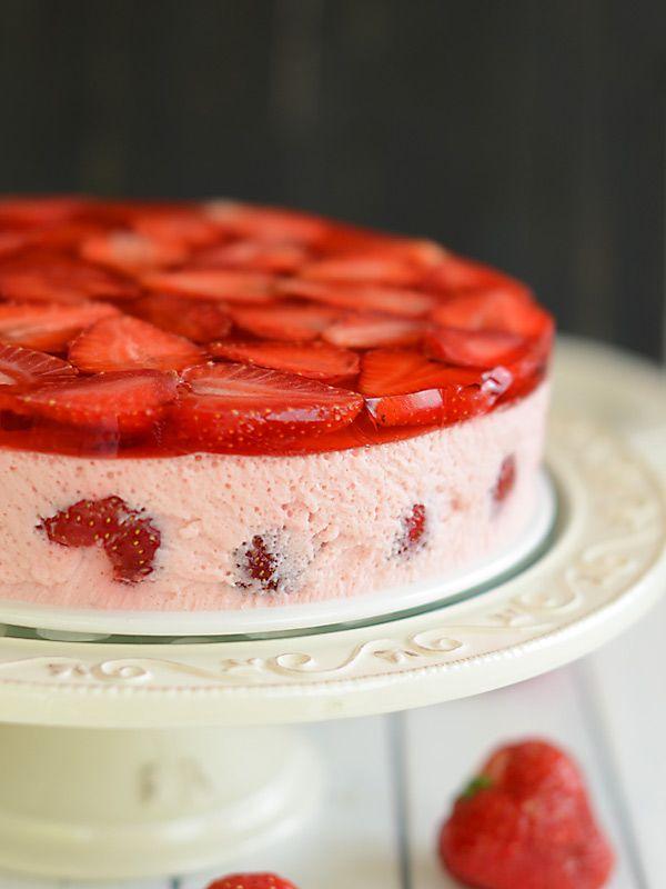 Truskawkowy sernik piankowy :): Lekki, bardzo soczysty deser. Truskawkowy :) Więcej niż w nim truskawek niż...