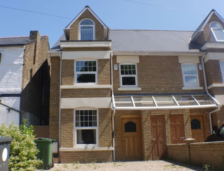 Property for rent Warren Road, London, Greater London E4 6QR - Victor Michael