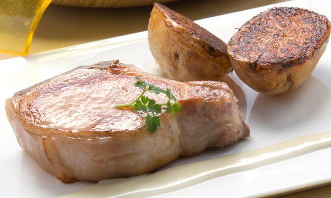Receta de Chuletas de cerdo con patatas al horno