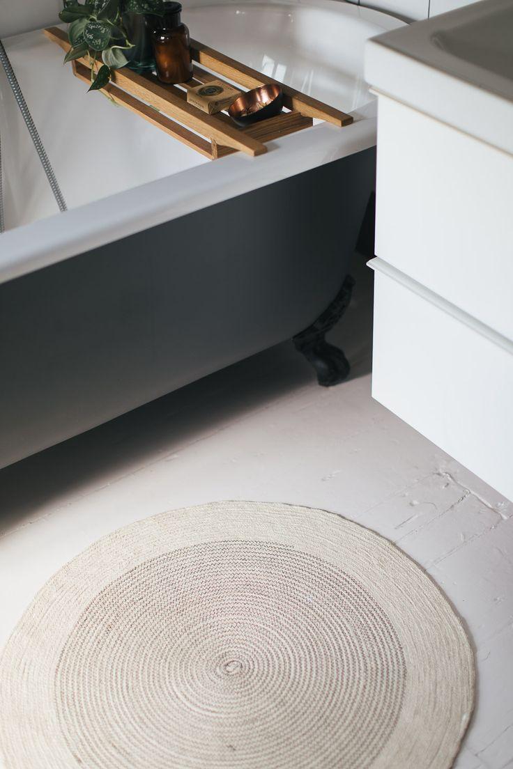 Grayson silver gray jacquard fabric cloth bathroom bath shower curtain - Choosing A Light Or Dark Bathroom Colour Scheme For A Small Space