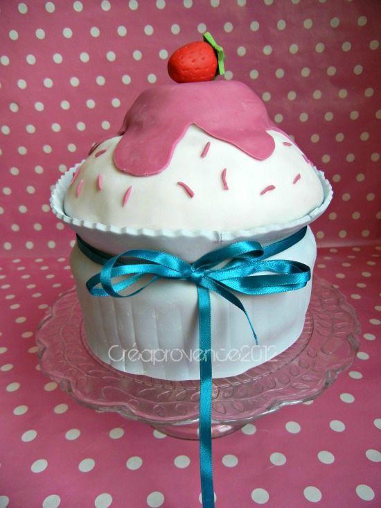 Tutoriel pour réaliser un gateau en forme de cupcake géant sans moule spécial.{ DIY giant cupcake cake}
