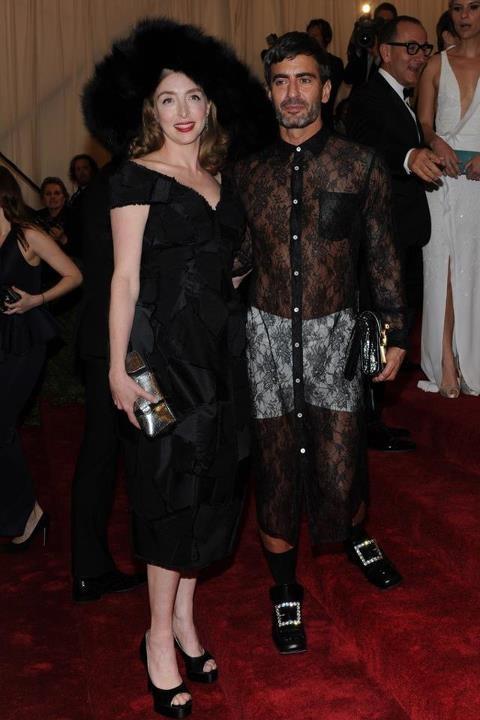O que achas do look de Marc Jacobs ontem no Met Ball, em Nova Iorque? Lê o artigo completo e vê mais looks da passadeira vermelha em http://nstylemag.com/met-gala-red-carpet/
