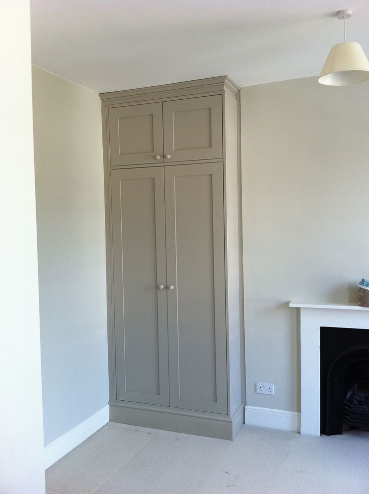 Bespoke fitted wardrobe. With shaker panel doors. By Fine Balance Carpentry. Kast voor Eva?