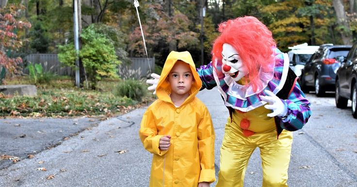 Hi everyone. I just realized that I never shared my favorite Halloween photos with you! Edward and Pete had so much fun scaring people th...