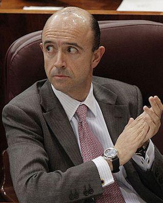Manuel Lamela   El exconsejero de Sanidad de la Comunidad de Madrid, Manuel Lamela, es a día de hoy miembro del consejo de administración de Assignia Infraestructuras, la compañía a la que él mismo adjudicó la gestión de los servicios privatizados del hospital del Tajo