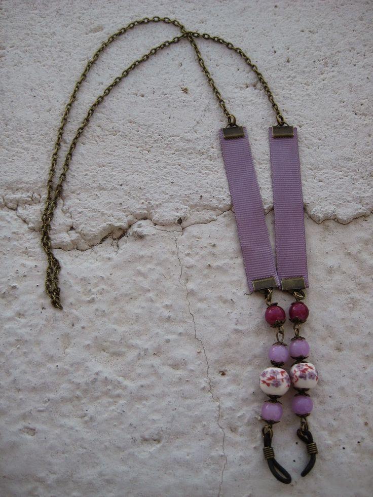 Cordón para las gafas en violeta con perlas, Precio:7€ // Cord for the glasses in violet with pearls, Precio:7 € //