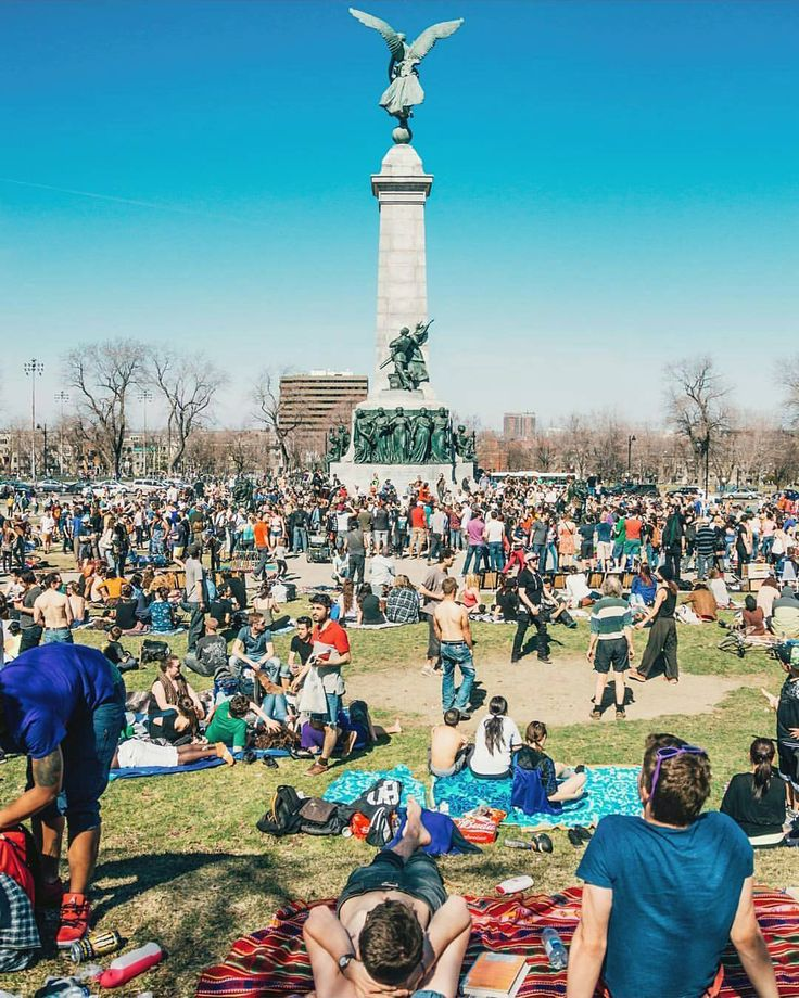 Montreal's Mount Royal is the place to be when it's sunny! Picture by @ericbranover. #mtlblog