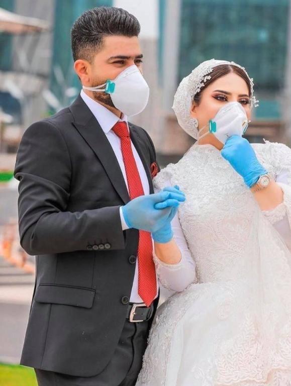 صور عروسة وعريس فى زمن الكورونا عريس وعروسة بقناع ماسك الكورونا In 2021 Groom Image
