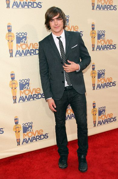 Actor Zac Efron arrives at the 18th Annual MTV Movie Awards held at the Gibson Amphitheatre on May 31, 2009 in Universal City, California.