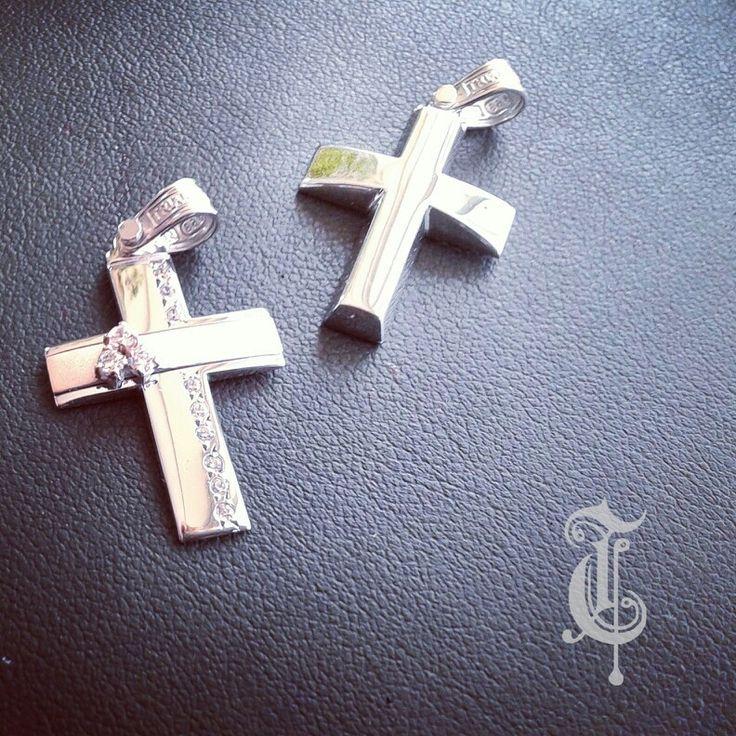 σταυροί βάπτισης,βαπτιστικοί σταυροί Τριάντος,gold crosses jewelry κωδικοι προϊόντων από αριστερά :1.1.1220 και 1.2.1095