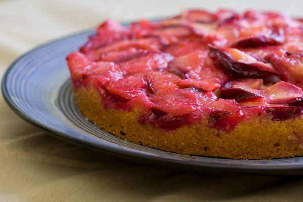 upside down plum cake.. made it before, so light and sweet