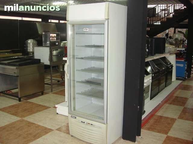 Congelador expositor vertical, de la marca koska, en perfecto estado con luz interna.ATIENDO WHATSAPP