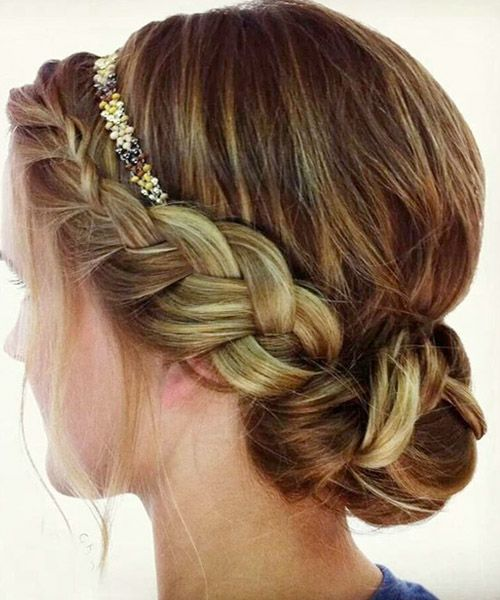Really like this: a Dutch braid with hair gathered only on the one side. Simply beautiful.