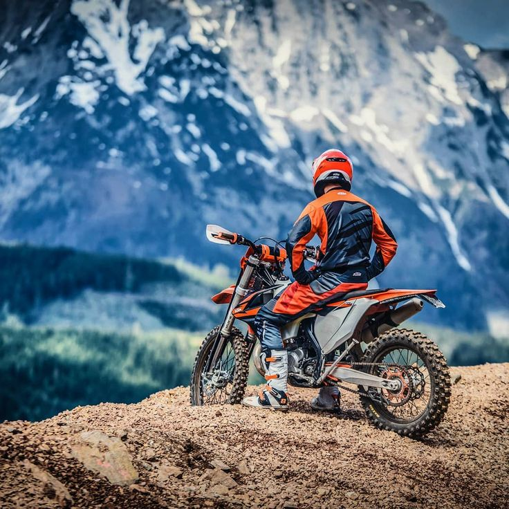 """24.3 mil Me gusta, 36 comentarios - KTM SPORTMOTORCYCLE GMBH (@ktm_official) en Instagram: """"Where are you riding this weekend? #KTM 300 EXC TPI - The revolutionary 2-stroke  #ReadyToRace…"""""""