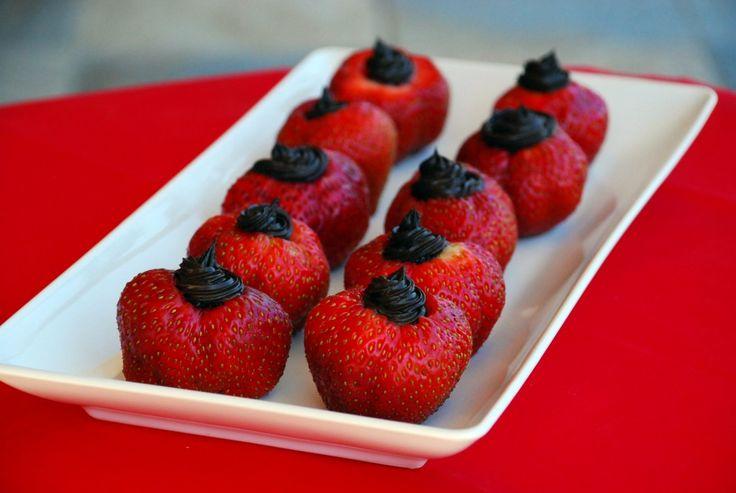 dark chocolate cheesecake stuffed strawberries 2