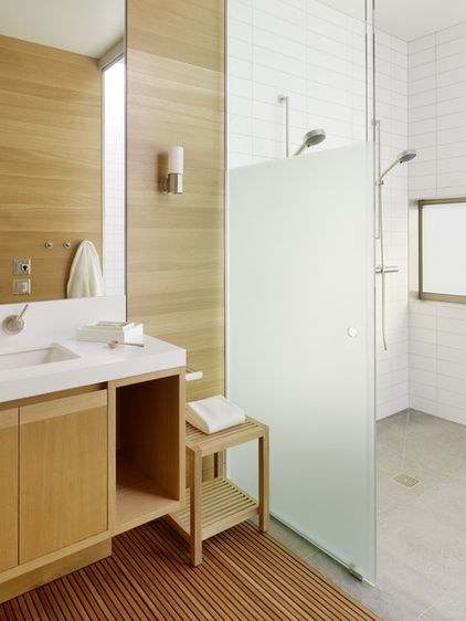 modern bathroom by CCS ARCHITECTURE: Shower Design, Idea, Modern Bathroom Design, Doors Design, Shower Doors, Palo Alto, Glasses Shower, Concrete Floors, Frostings Glasses
