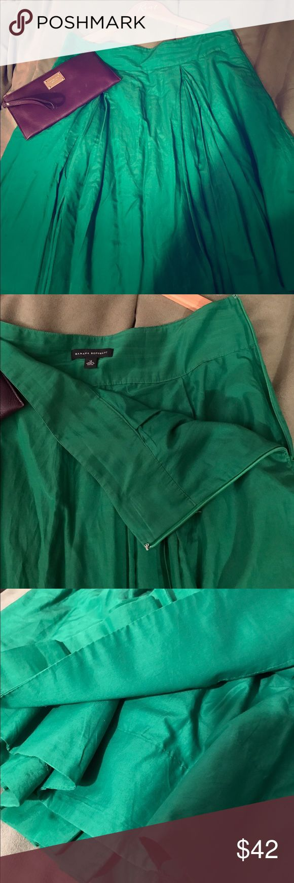 """🌲2XHP! Festive Banana Republic Skirt🌲 Now THIS is festive! EUC!! Stunning green color, pleats on the front and back, double lined, fitted waist (perfect for tucking in your top and maybe adding a belt?!) with side zipper and best of all.... POCKETS! I wore this once for about 2 hours, Xmas party, everyone LOVED it! Looks absolutely perfect with black tights, simple black top, sparkly necklace and black pumps! Could also be worn more casual 😊 25"""" long, 18"""" waist, DCO. This won't last long…"""