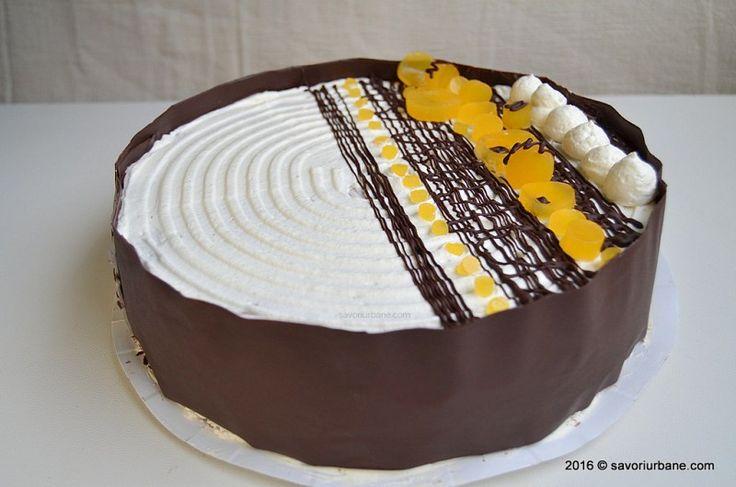 Tort aniversar cu mousse de ciocolata si jeleu de portocale – la aniversarea a 2 ani de blog culinar Savori Urbane. Un entremet cu insert de jeleu de portocale. Blat umed de negresa (cu ciocolata), doua creme tip mousse (una de ciocolata si una de portocale) si un strat de jeleu. Exteriorul tortului este decorat …