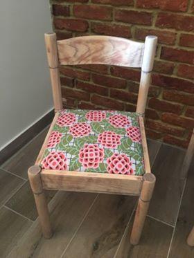 Metamorfoza krzesła, którą przeprowadziła pani Eliza z pomocą tkaniny z kolekcji Cameo zaprojektowanej przez Amy Butler