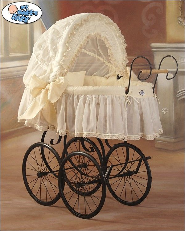 Wicker Crib Retro Vintage Moses Basket bassinet in Cream #babyshoppingmarket #wicker #crib #retro #vintage