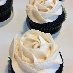 """Chocolate Beer Cupcakes With Whiskey Filling And Irish Cream Icing 