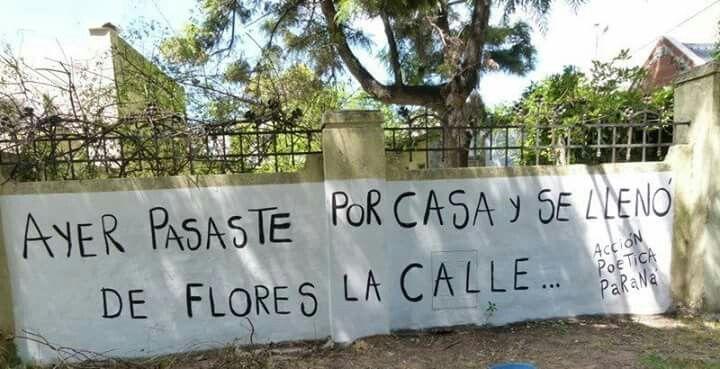 Primer muro pintado por APP en la ciudad. Es el frente de la casa del gran poeta Enrique Suárez. Por supuesto la frase es de su autoria.