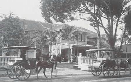 Hotel Grand Medan mau tau... Hotel ini berlokasi di Jalan Pulau Pinang, tapi sayang hotel ini sudah diruntuhkan pada tahun 1970-an