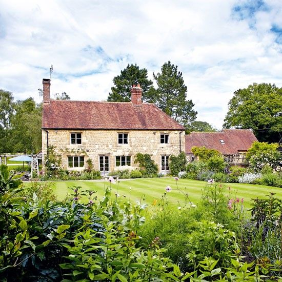 Love country farmhouses!