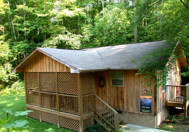 Cozy cabin romance at grays place in pigeon house